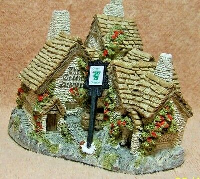 "1983 David Winter's ""GREEN DRAGON PUB"" VILLAGE FIGURINE"