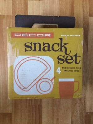 VINTAGE RETRO DECOR SNACK SET 4 Divided Snack Trays 4 Insulated Mugs IN BOX!