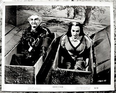 The Munsters Yvonne De Carlo Al Lewis Press Photo 1966 Munster Go Home Halloween