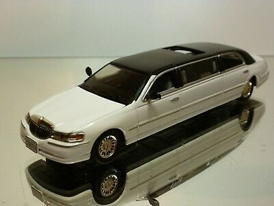 Sun Star Lincoln Town Car Stretch Limousine - White 1:43 - Excellent - 6
