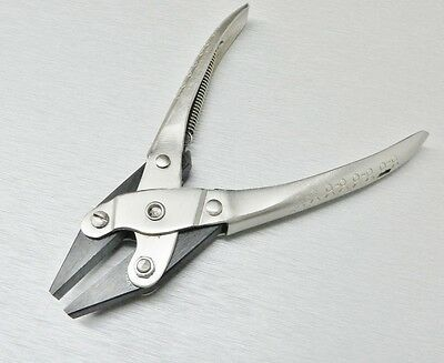 Parallel Action Pliers Flat Nose Smooth Jaw Jewelry Plier 160mm Long with Spring
