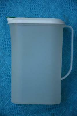 TUPPERWARE Slim Line Water Jug PITCHER /JUG-GREEN/BEIGE LID Fits in Fridge Door.