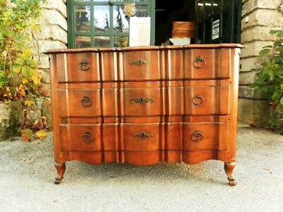 French antique: 18th C chest of drawers in walnut
