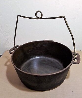 Vintage Cast Iron Chuck Wagon 10 inch Dutch Oven No Lid Camping Hunting