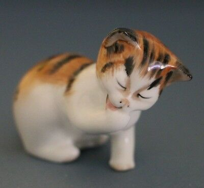Vintage Royal Doulton Small Calico Kitten Cat Licking Paw figurine HN 2583