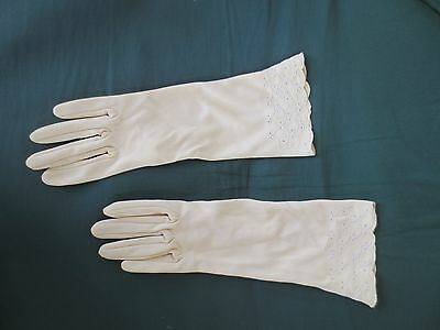 Pretty vintage Kayser latte/deep cream embroidered dress gloves size 7