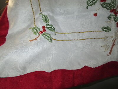 Christmas Small Tablecloth Holly Berry With Gold Thread Detail