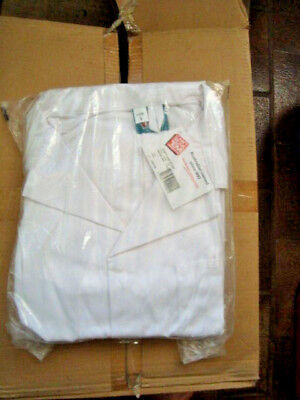 DUST COAT/ LAB COAT in WHITE size 117R  poly/cotton free post (Cant Tear 'Em)