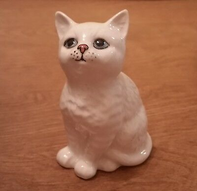 White Cat Kitten Figurine Beswick Potteries Made in England Royal Doulton