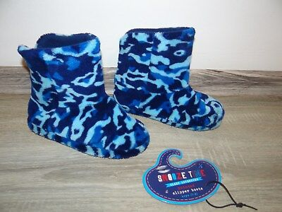 ce35020a200 Boys slipper boots  slippers  snooze time camouflage socks size 1-2 Older  boys