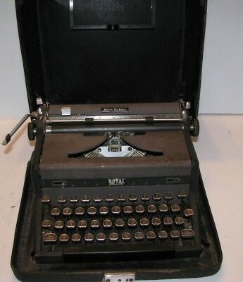 Royal Quiet deluxe Manual Portable Typewriter  With Hard Case