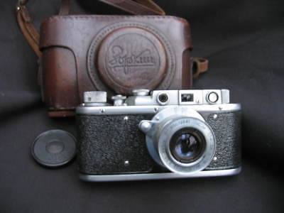 Russian copy of Leica rangefinder camera with original case.