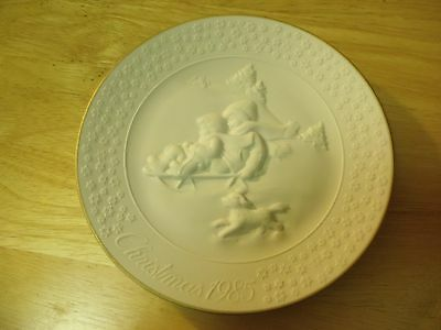 "Avon 1985 Christmas Collector's Plate ""A Child's Christmas"". Porcelain"