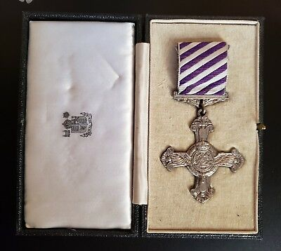 WW2  Distinguished Flying Cross with Case