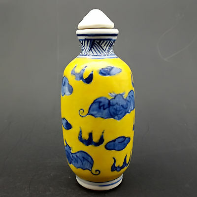 Chinese Handmade Exquisite Bat pattern porcelain Yellow snuff bottle     Q663
