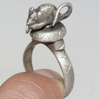 Very Interest & Intact Early Or Post Medieval Silver Ring With A Mouse On The To