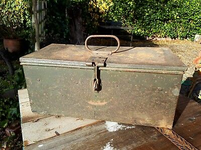 Nice old metal toolbox box in original condition
