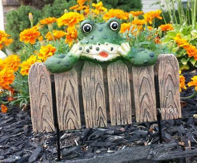 Frog Fence Peek a Boo Sculpture Metal Ground Stake Yard Garden Flower Bed Decor