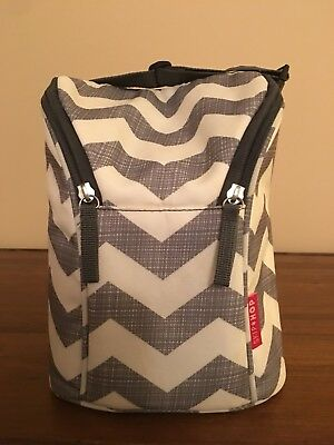 Skip Hop Grab-and-Go Insulated Double Bottle Bag. Gray Chevron.