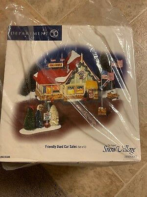 """Dept 56 """"friendly Used Car Sales"""" Set Of (3) Includes Building, Flagpoles, Trees"""
