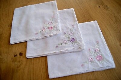 3 VINTAGE WHITE COTTON FLORAL EMBROIDERED HANDKERCHIEFS HANKY Roses #HK21