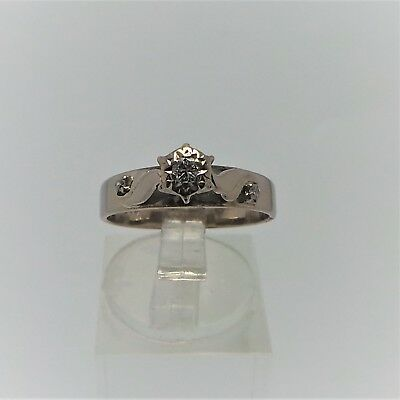 18ct WHITE GOLD DIAMOND RING VALUED @$1582 COMES WITH VALUATION