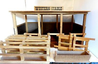 Vintage Traditional Size Breyer Western Stable & Corral 1982 JC Penney Holiday