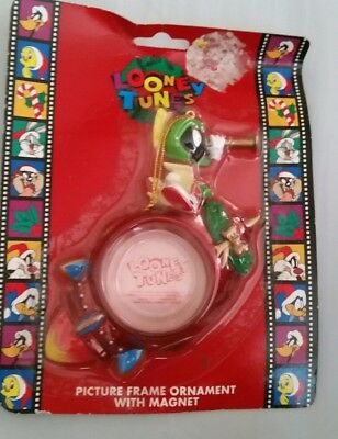 Looney Tunes Aliwn Picture Frame Christmas Ornament w/ Magnet 1997