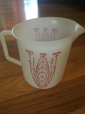 Vintage Tupperware 2 cup Red Lettering Measuring Cup #134-4 ~ VGUC