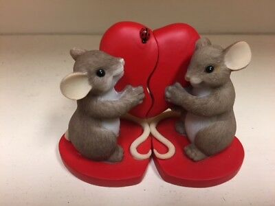 Enesco / Charming Tails / Two Mice with Hearts NIB #4025753  c2011