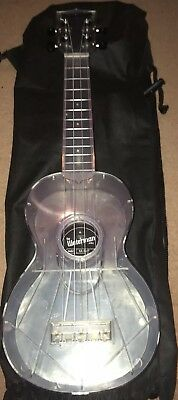 Makala Waterman Ukulele All Clear Soprano Aquila Strings And Bag