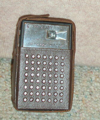 Vintage hand held CHANNEL MASTER 6 transistor radio in case