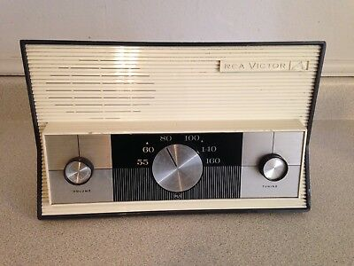 Vintage RCA Victor AM Table Model Tube Radio Model 3RA51