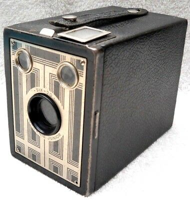 **1930`s KODAK BROWNIE JUNIOR SIX-20 FILM BOX CAMERA IN VERY GOOD CONDITION**