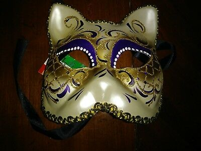 NEW Love Me Hearts Venetian Cat Masquerade Mask Hand Made Red One Size Unisex Costumes, Reenactment, Theatre