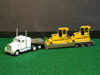 Athearn Kenworth 900,triple Axle Lowboy, 2 Caterpillar D5G Bulldozers Scale 1/87