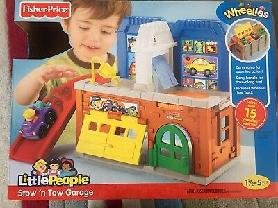 FISHER PRICE - LITTLE PEOPLE- Stow 'n Tow garage plus 4 trucks
