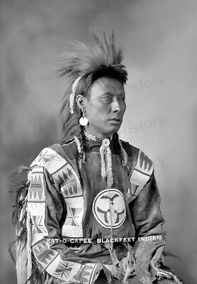 OLD PHOTO  CANADA  Native American Indian Young Blackfoot