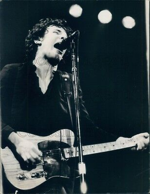 1977 Press Photo Born to Run Bruce Springsteen on Stage Playing Guitar 1970s