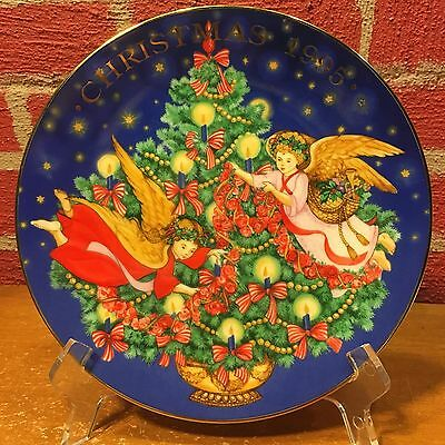 "Avon Collector Plate  1995 Christmas ""Trimming the Tree"""