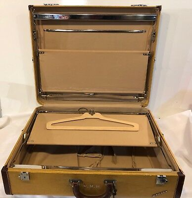 vintage  Wheary  suitcase (LEE)