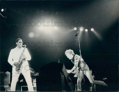 1977 Press Photo Rock Legends Bruce Springsteen Clarence Clemons on Stage 1970s