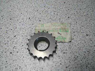 peugeot 204 +304/ 0513.10 / pignon distribution  / chain wheel 19teeth