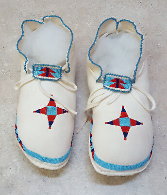 New Signed Womens Sz. 4 1/2 Cut Beaded Buckskin Native American Indian Moccasins