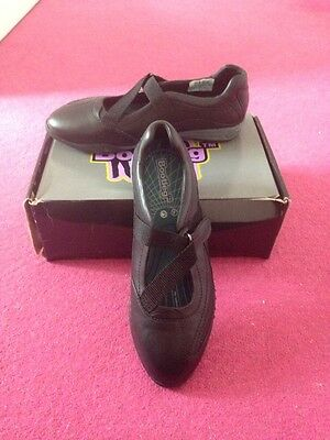 56fa018b0c86 Clarks Bootleg Trainer Shoe With Velcro - Size 6.5 - Brand New With Box!  Leather