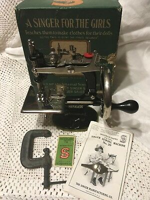Vintage Cast Iron SINGER Child's Sewing Machine