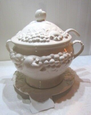 BEAUTIFUL Signature Soup Tureen, Ladle & Plate, Made In Japan