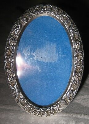 Vintage sterling silver miniature oval photo frame, Birmingham 1975.