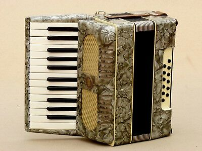 Very Nice Accordion Weltmeister 12 bass including case