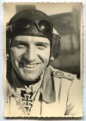 German Wwii Archive Photo: Luftwaffe Flying Ace With Knight's Cross, Name